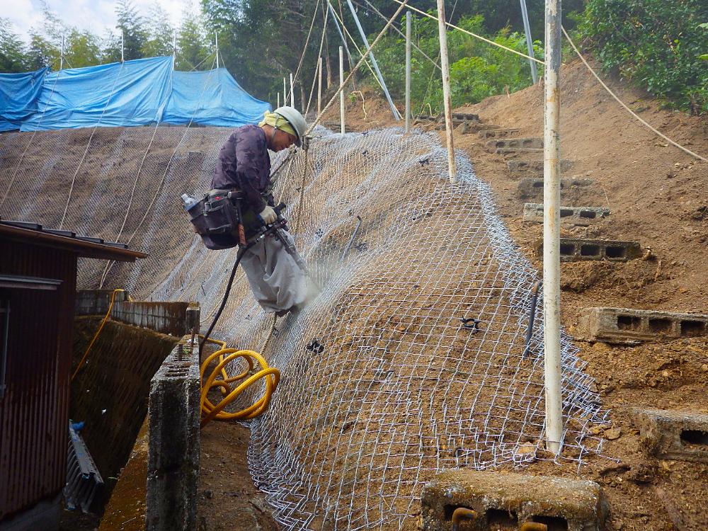 吹付工法工事の施工状況