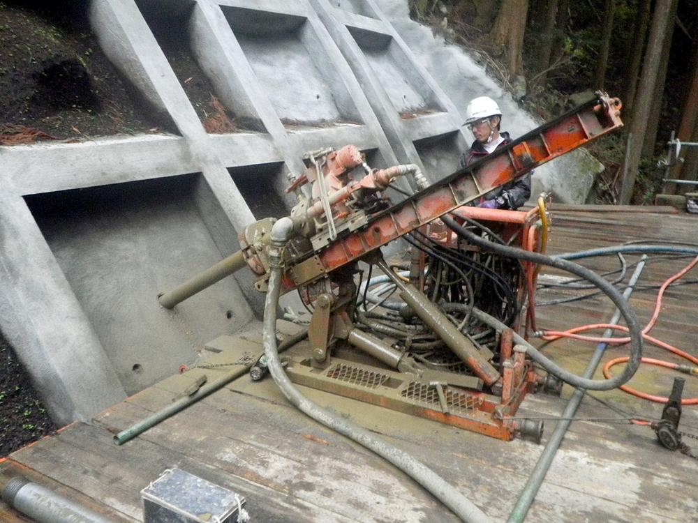 アンカー工法工事の施工状況