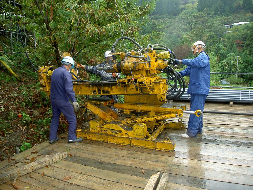 排水ボーリング工事の施工状況