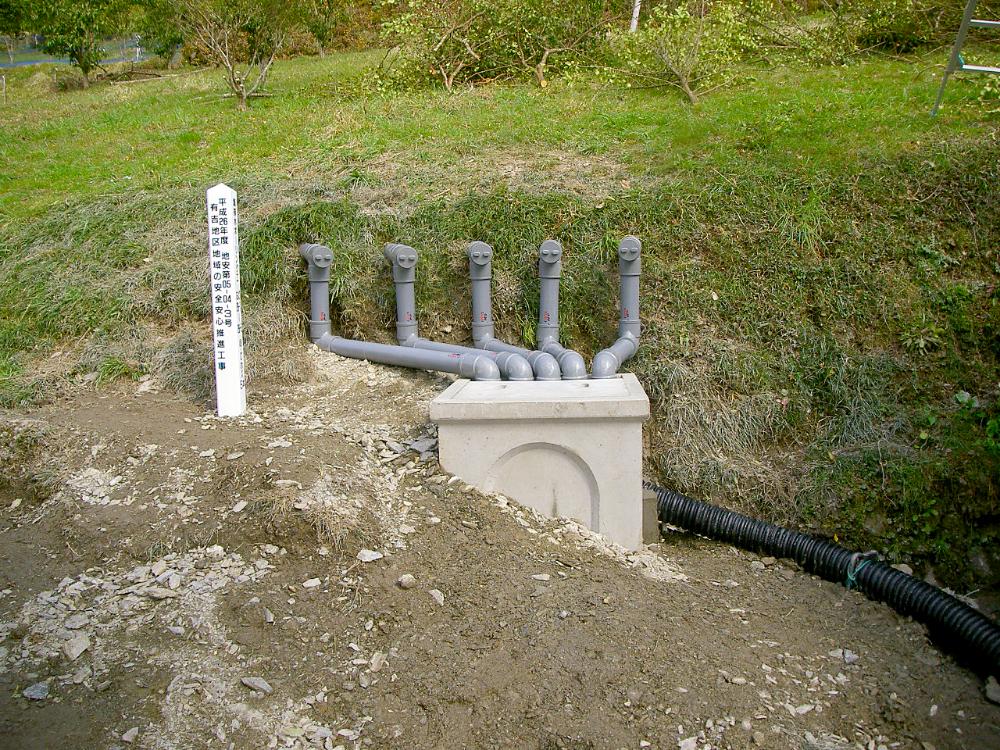 排水ボーリング工事の施工完了現場