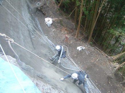 モルタル吹付工法工事を施工状況