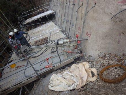鉄筋挿入工法工事を施工状況